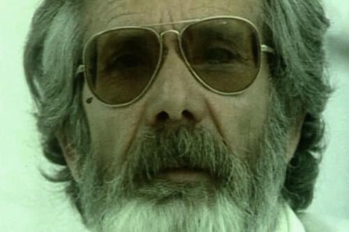 'Cada ver es...': el documental más perturbador de la historia del cine español sigue a un embalsamador y parece una película de terror maldita