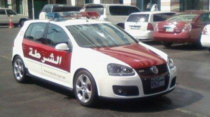 """Un """"hot hatch"""" para la policía de Abu Dhabi: Golf GTi"""