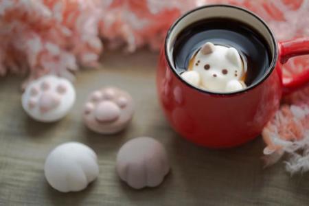 CafeCat, nubes que flotan en el café con forma de lindos gatitos