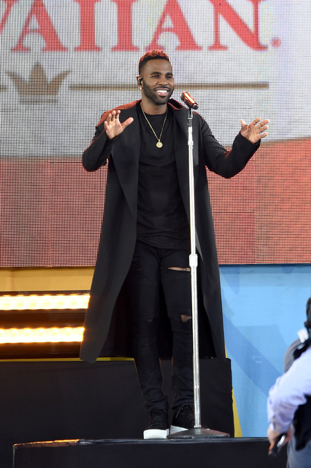 Jason Derulo Long Coat Performs On Abc S Good Morning America 3