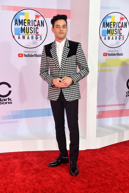 Rami Malek Triunfa Con La Tendencia Del Western En Los American Music Awards 2