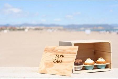 Una estilosa caja para llevarte los cupcakes a cualquier sitio