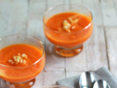 Crema fría de zanahorias y mango. Receta de verano