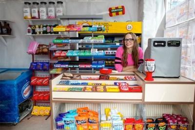 Todas las delicias de la tienda de la esquina hechas en fieltro por Lucy Sparrow