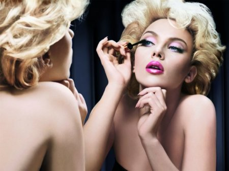 Scarlett Johansson en la nueva campaña de cosméticos de Dolce & Gabbana