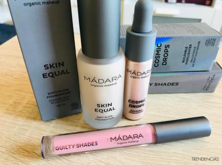 Para mi maquillaje de cara lavada solo uso esta base, iluminador y tinte de ojos y mejillas de Mádara y así simplifico al máximo