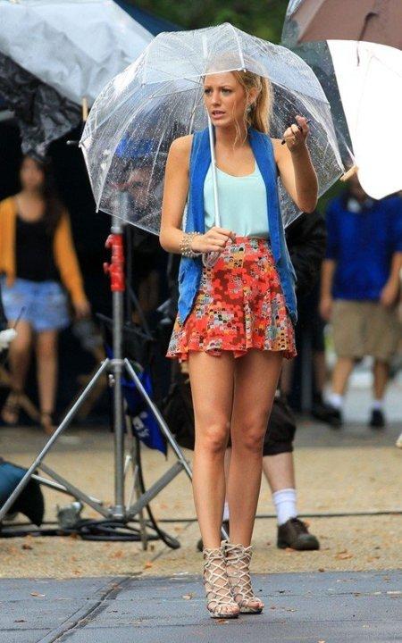 Más looks, ahora bajo la lluvia, en Gossip Girl