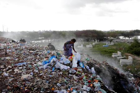 Europa lleva años exportando su reciclaje de plástico. Lo que exporta en realidad es prenderle fuego