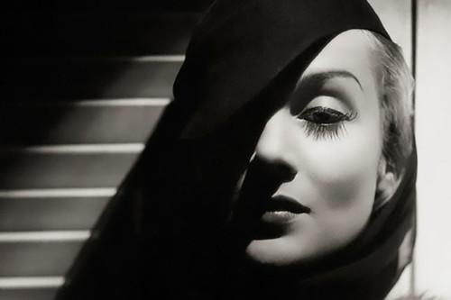 George Hurrell: tres enseñanzas que nos dejó un icono de la fotografía de glamour