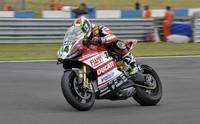 Superbikes Gran Bretaña 2014: Davide Giugliano se lleva la pole bajo el aguacero