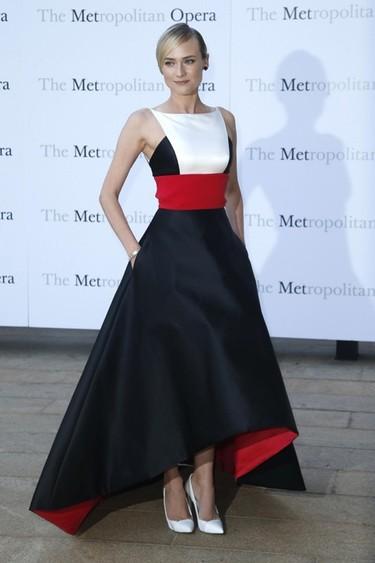 Diane Kruger divina hasta decir basta se nos va a la Ópera