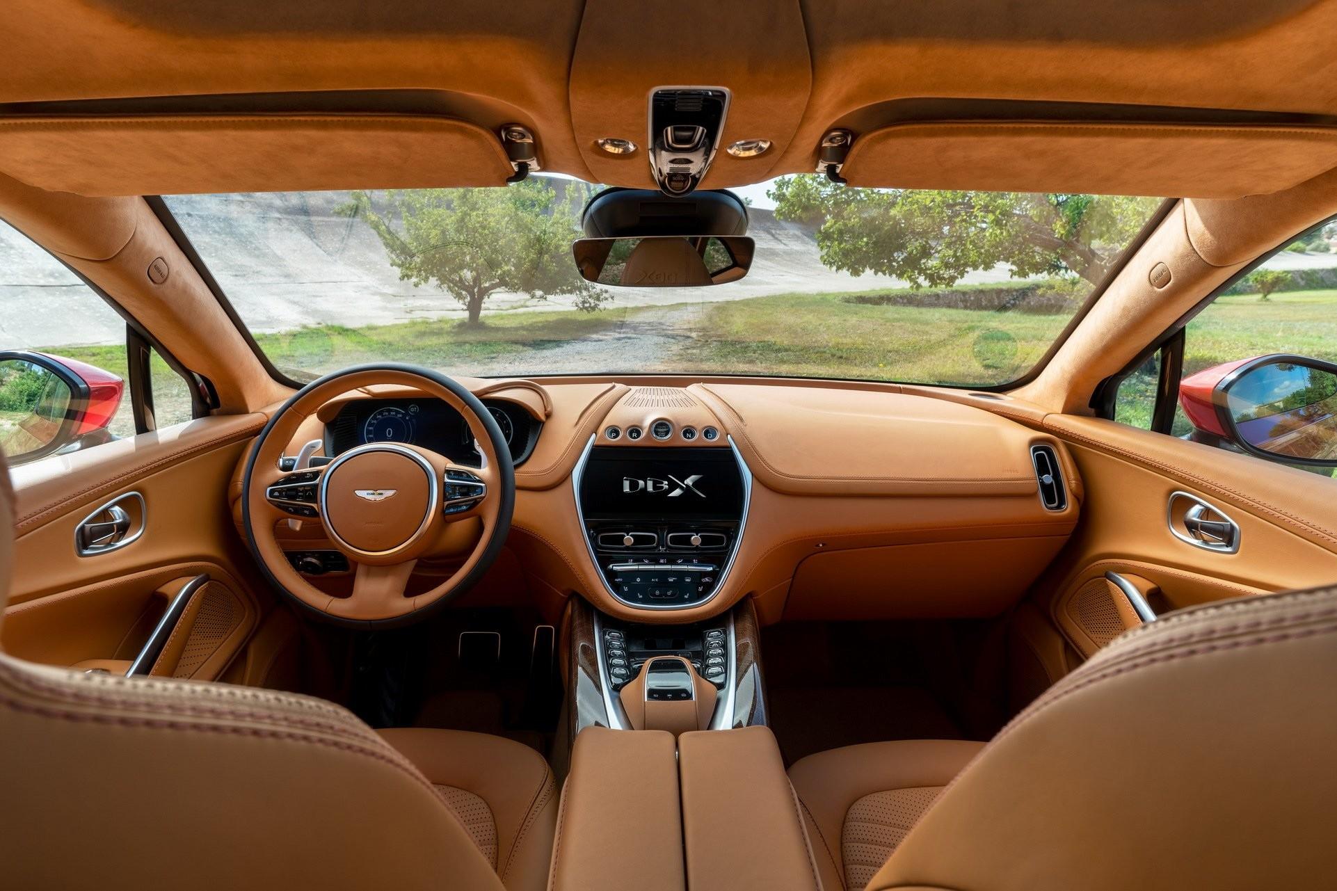 Foto de Aston Martin DBX (26/36)