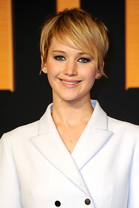 Duelo de botones sobre la alfombra roja: ¿Jennifer Lawrence o Zosia Mamet?