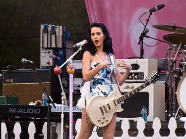 ¡Menudos polvos (mágicos) que echa Katy Perry!