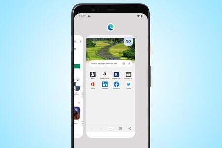 En Android 12 puedes compartir la web abierta en el navegador desde la vista de Recientes