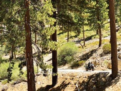La Suzuki V-Strom volverá a recorrer la península, repite como moto oficial de la Vuelta a España