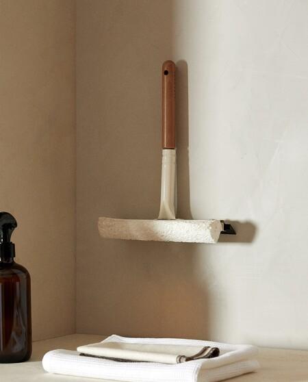 Cepillo para limpiar cristales de Zara Home