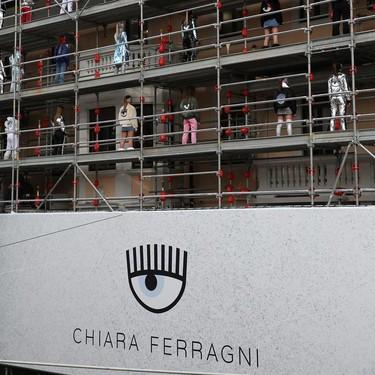 Chiara Ferragni Collection ya desfila en la Semana de la Moda de Milán (y lo hace en plena calle)