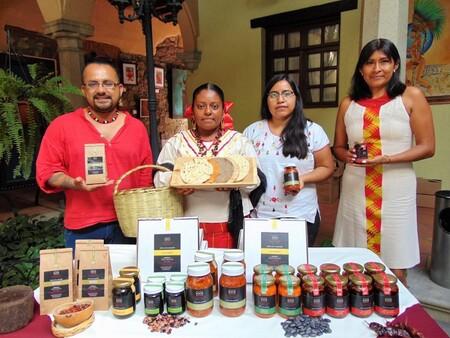 Gastronomía y música en Cocina Calmécac: el Instituto Intercultural Calmécac de México está envasando moles y salsas oaxaqueñas