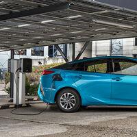 El Toyota Prius Plug-In ya está disponible en España: todos los precios de este PHEV con 45 km de autonomía y paneles solares