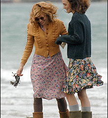 primeras-imagenes-de-the-edge-of-love-con-keira-knightley-y-sienna-miller
