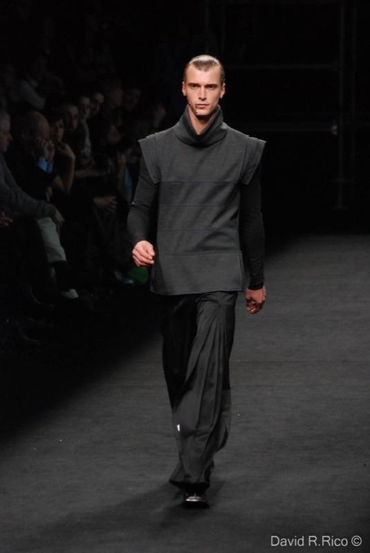 Foto de 080 Barcelona Fashion 2011: segunda jornada con las propuestas para el Otoño-Invierno 2011/2012 (16/99)
