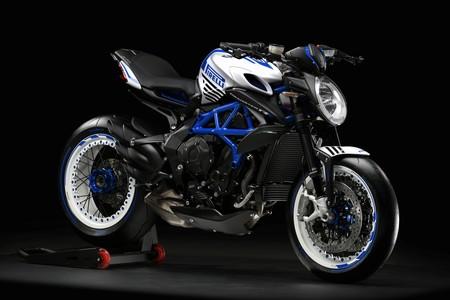 MV Agusta Brutale Dragster 800 RR Pirelli: Oscuro objeto de deseo italiano