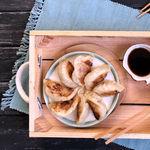 Cómo hacer gyozas, las empanadillas japonesas más sabrosas (que os enseñamos a preparar con vídeo)