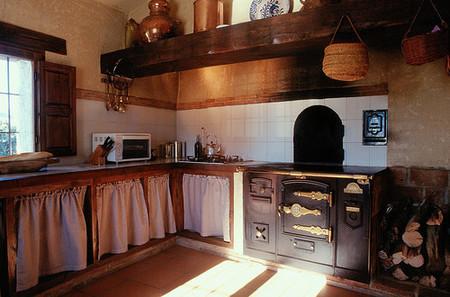 Una cocina a la antigua donde también está lo último.