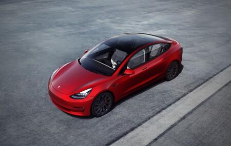 Los Tesla Model 3 bajan de precio en España: casi 7.000 euros de rebaja en la versión 'Gran autonomía'