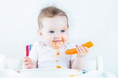Bebe Comiendo Zanahoria