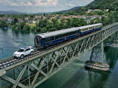 Remolcar un tren de 100 toneladas es posible con un Discovery Sport... y sin reductora