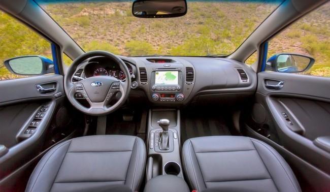 Mejores interiores según Ward's Auto 2013 - Kia Forte