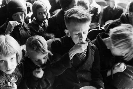 De cómo una hambruna provocada por los nazis ayudó sin querer a descubrir la celiaquía