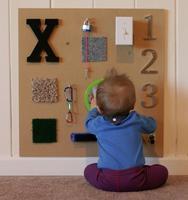 Una buena idea: haz un tablero sensorial para tu bebé
