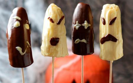 ¿Son plátanos o son fantasmas? Son sencillamente el postre de vuestra cena de Halloween