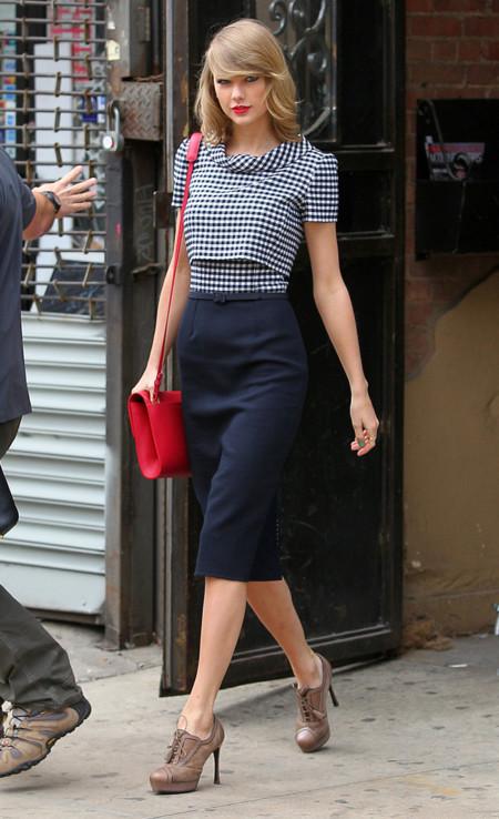 Taylor Swift falda look calle
