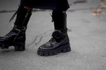 Prada firma el calzado del momento que ha conquistado a la mismísima Rosalía: de estilo militar y con (mini)bolsos incorporados