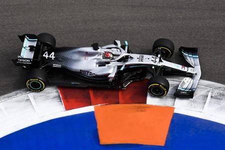 Una estrategia suicida de Ferrari y el Safety Car le regalan la victoria a Lewis Hamilton en Rusia
