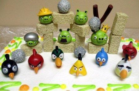 Completo set para decorar tu tarta con una escena de Angry Birds