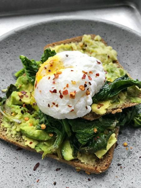 Cómo hacer huevos escalfados o poché. Técnicas de cocina