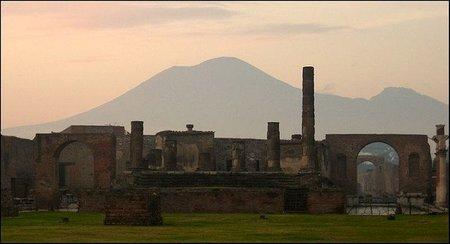 Pompeya abrirá por las noches