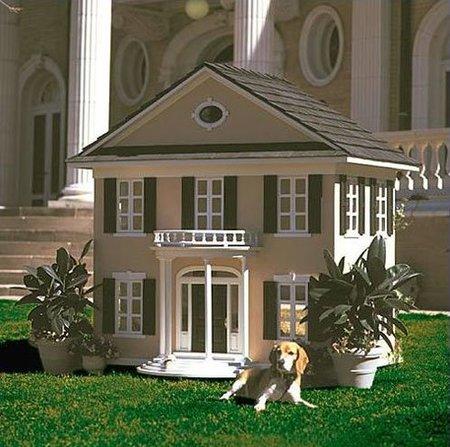 Casetas para perro de lujo, incluso como réplicas de tu propia casa