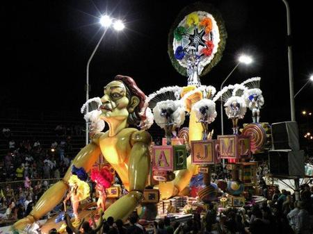 Diario del Viajero en el Carnaval de Gualeguaychú, Argentina