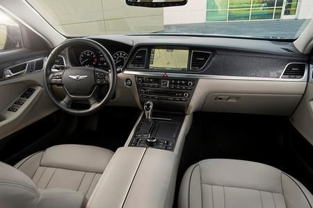 "Hyundai Génesis, conducción autónoma y un ""trenecito"" a ciegas"