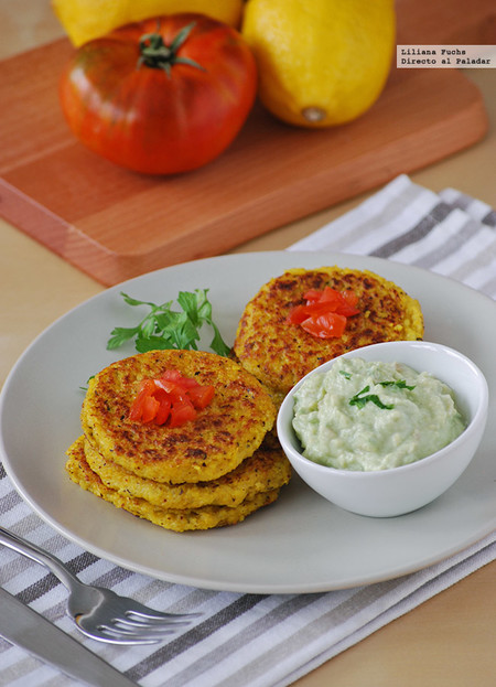 Receta de medallones de polenta con salsa de aguacate y yogur
