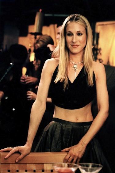 ¿Por qué Carrie Bradshaw sigue siendo un icono de estilo 16 años después?
