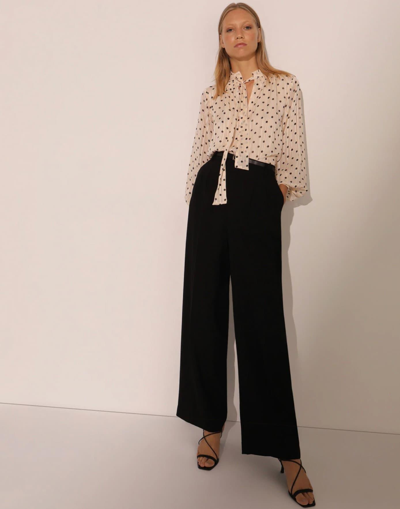 Pantalón ancho de mujer con cinturón
