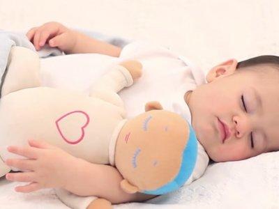¿Qué tiene esta muñeca que todos los padres la quieren para dormir a sus bebés?