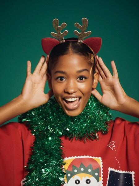 Lefties prepara las Navidades 2020 y las viste con ugly sweaters para todos los gustos (con versiones de Mickey Mouse incluido)